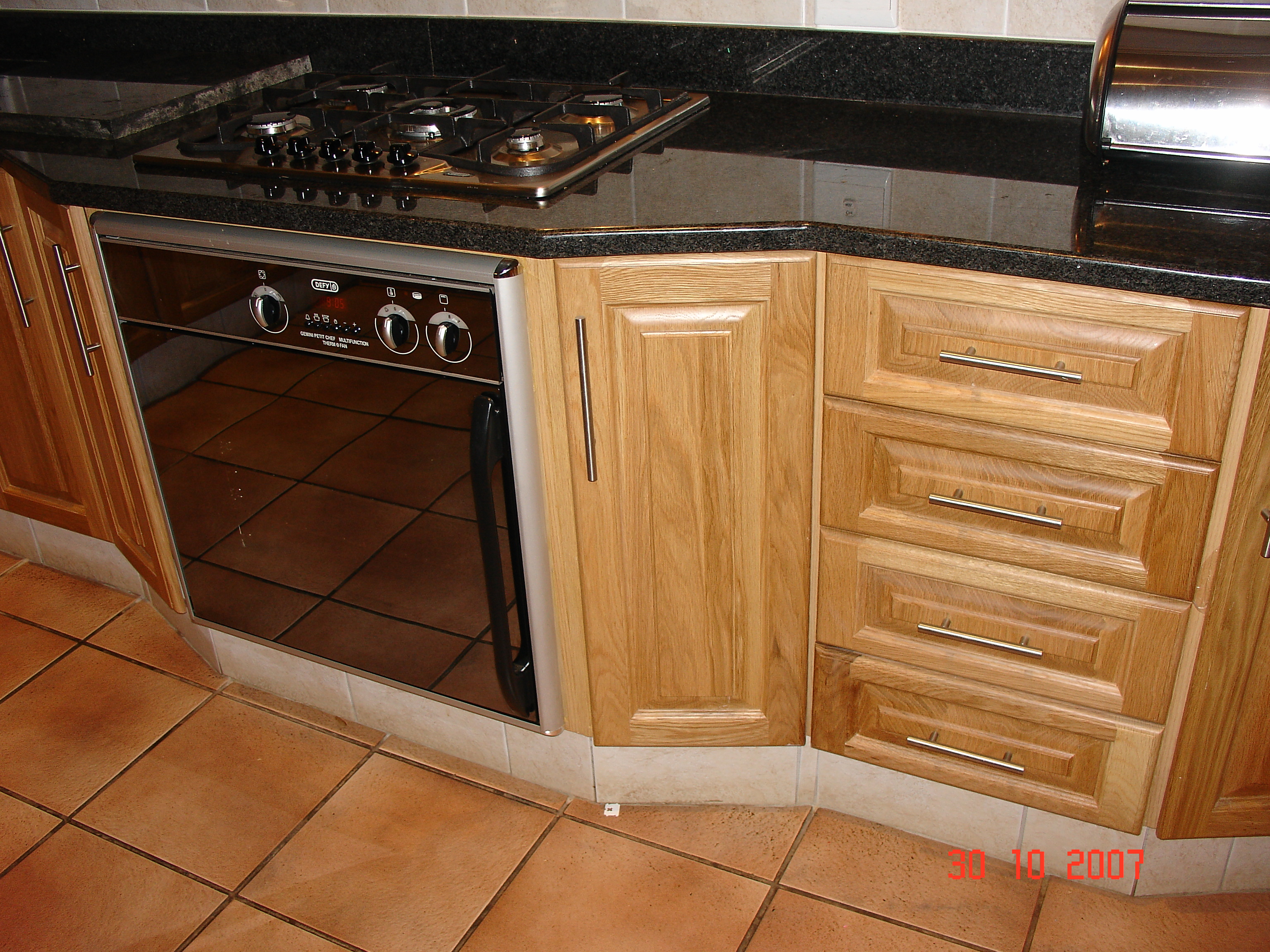 Oak cupboards nico 39 s kitchens for Kitchen units pretoria