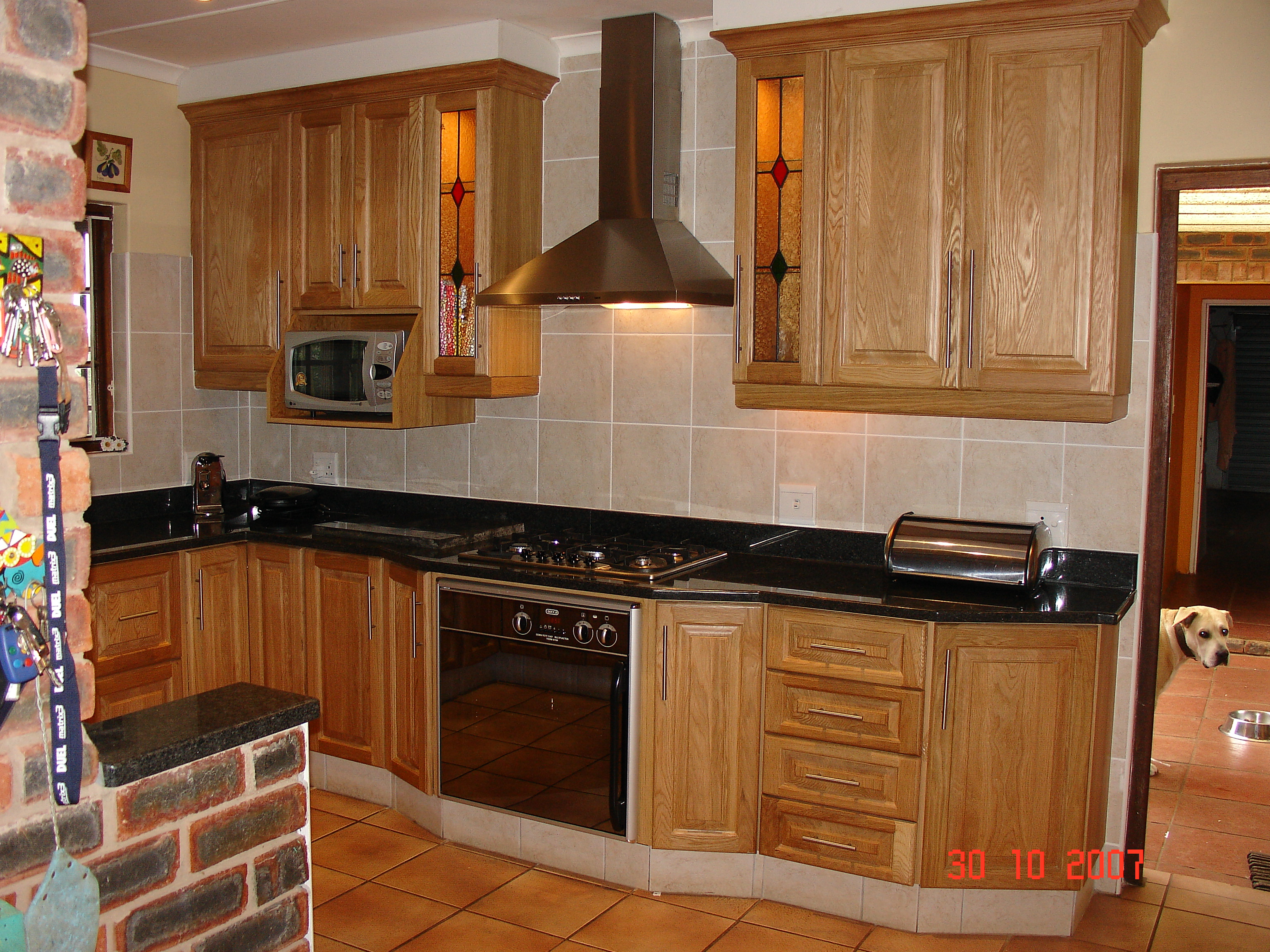 Oak cupboards nico 39 s kitchens for Kitchens pretoria