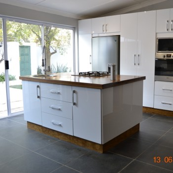 White High Gloss Acrylic Kitchen