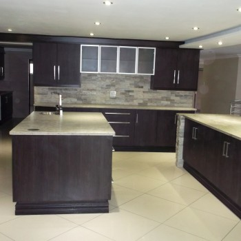 Kitchen cupboards pretoria johannesburg for Kitchen designs for small kitchens south africa