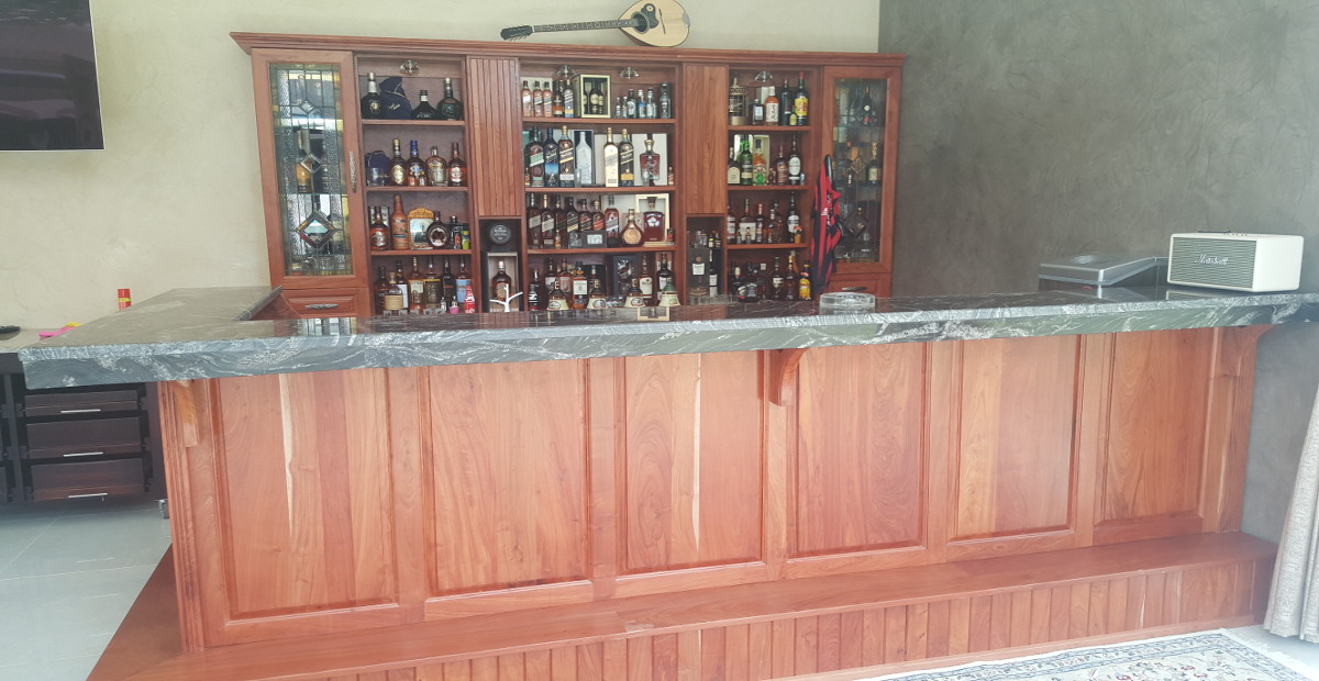 Rosewood pub ruimsig nico 39 s kitchens for Kitchen installers gauteng