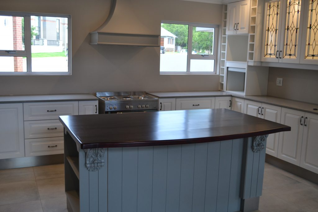 Two tone duco kitchen